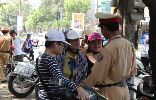 2-6-things-vietnamese-do-swerve-traffic-fines
