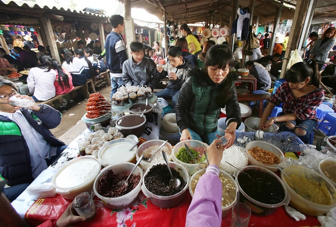 last-pre-tet-fair-at-traditional-northern-market-9