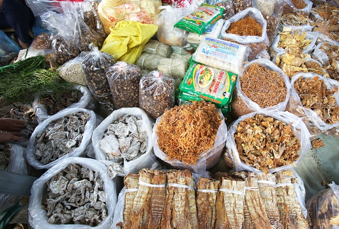 last-pre-tet-fair-at-traditional-northern-market-2