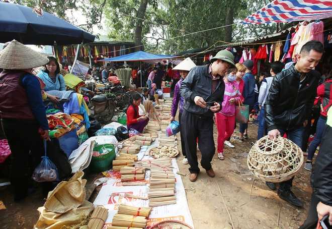 last-pre-tet-fair-at-traditional-northern-market-3