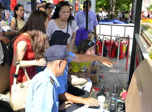3 arrested for alleged pickpocketing on Saigon's Tet flower street