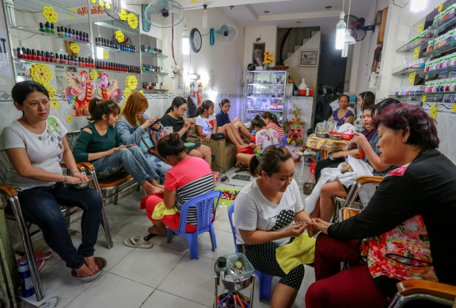 saigons-beauty-businesses-get-busy-for-tet