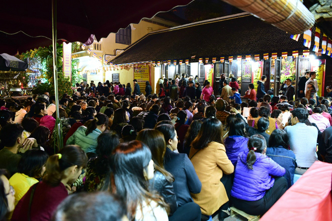 The pagoda was already crowded at 5:30 p.m. before the ceremony at 7 p.m.