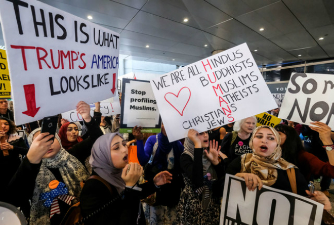 Demonstrators against the immigration rules implemented by U.S. President Donald Trumps administration, rally at Los Angeles international airport in Los Angeles, California, U.S., February 4, 2017. Photo by Reuters/Ringo Chiu