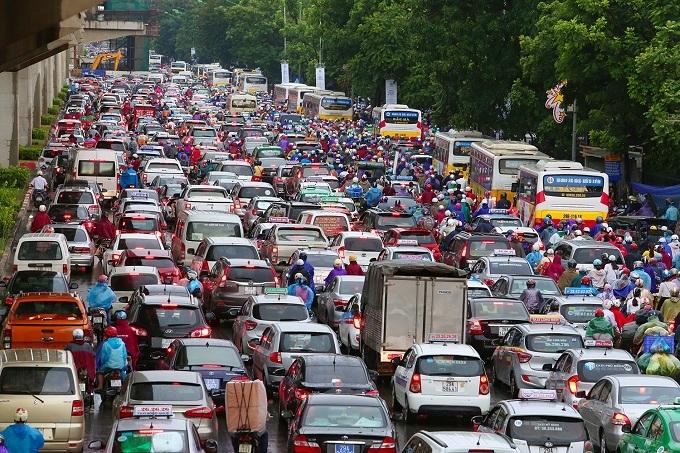 Vietnam's car imports soar in January as tariffs fall
