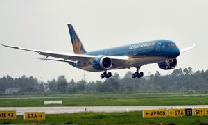 Chinese passenger fined for threatening Vietnam Airlines crewmember