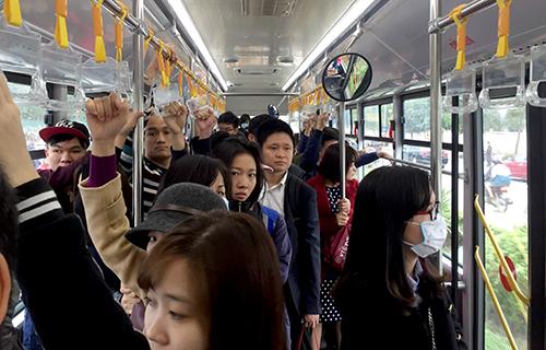 vietnams-first-bus-rapid-transit-system-speeds-away-after-rough-start-ed