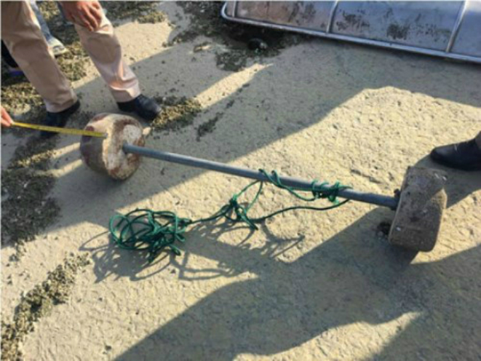 The dumbbell and the rope that the Australian tourist used to commit suicide in Ha Long Bay on February 6, 2017. Photo by VnExpress/Minh Cuong