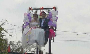 Forklift wedding causes internet splash in Vietnam