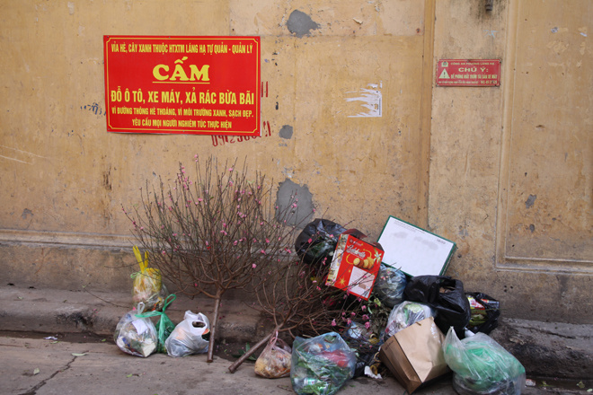 in-modern-hanoi-trash-remains-a-headache