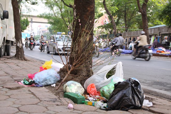 in-modern-hanoi-trash-remains-a-headache-4