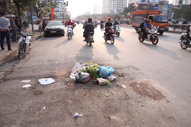 in-modern-hanoi-trash-remains-a-headache-5