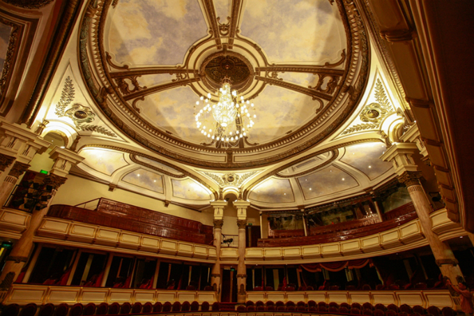 Auditorium chandelier. Photo courtesy of the official website of Hanoi Opera House