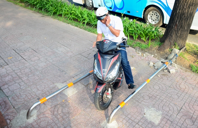 the-sidewalk-barriers-of-saigon