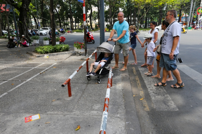 the-sidewalk-barriers-of-saigon-6