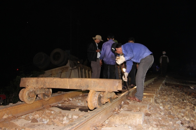 vietnams-north-south-rail-link-reopens-after-fatal-collision-2