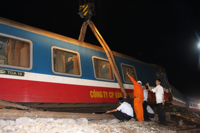 vietnams-north-south-rail-link-reopens-after-fatal-collision-4