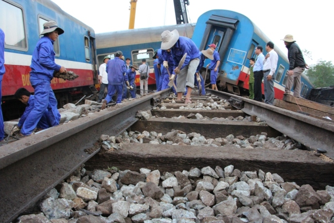vietnams-north-south-rail-link-reopens-after-fatal-collision-5