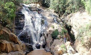 Foreign tourist, local tour guide fall to their deaths on Da Lat waterfall
