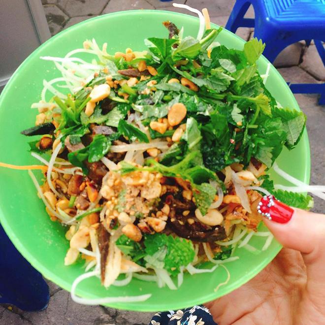 ham-long-must-visit-food-street-in-hanoi-5