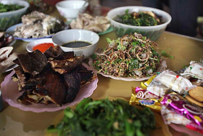 raw-fish-salad-vip-dish-by-vietnams-thai-people-7