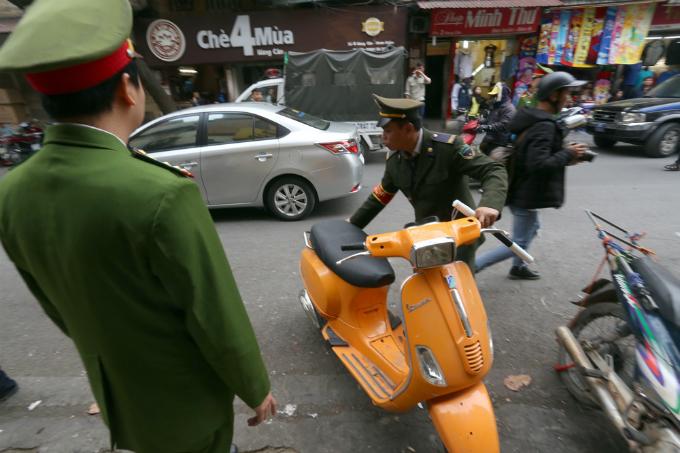 battle-for-the-sidewalks-here-comes-hanoi