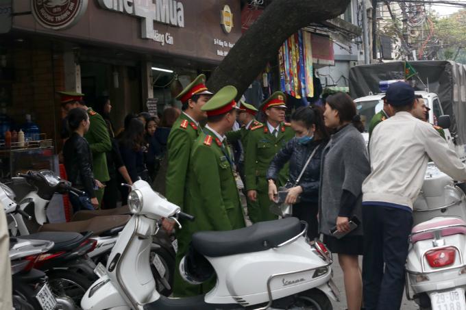 battle-for-the-sidewalks-here-comes-hanoi-1