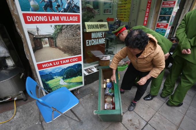 battle-for-the-sidewalks-here-comes-hanoi-4
