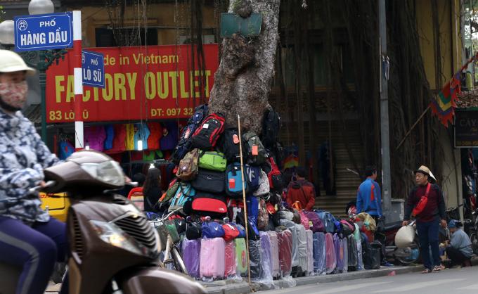 battle-for-the-sidewalks-here-comes-hanoi-6
