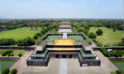 Centuries-old walls show off Vietnam's royal power