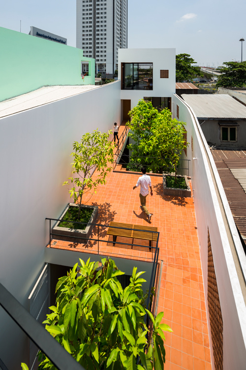 house-in-saigons-narrow-alley-features-patterned-brick-walls-5