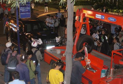 Saigon police tow Australian diplomatic cars as sidewalk cleanup gains traction