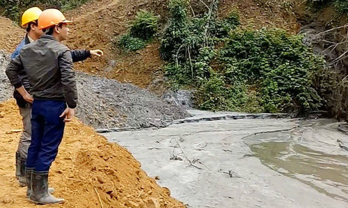 Tin ore leak kills fish in central Vietnam