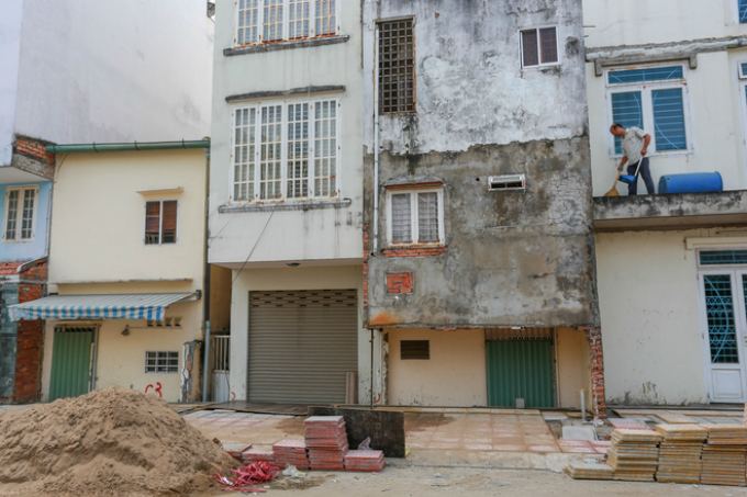 saigon-homes-left-underground-after-road-elevation-2