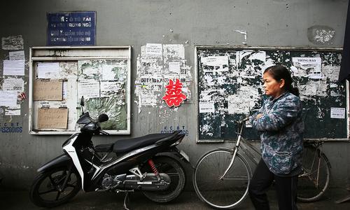 Hanoi mayor dials up fight against graffiti advertisements