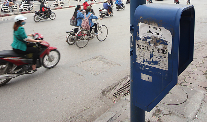 hanoi-mayor-dials-up-fight-against-graffiti-advertisements-8