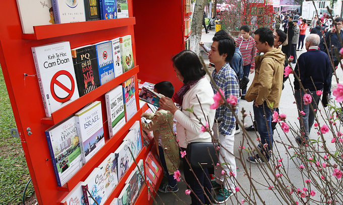 Vietnam wants its internet-savvy citizens to read more books
