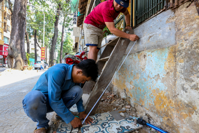 uphill-challenge-for-saigon-residents-with-doorsteps-ripped-out-8