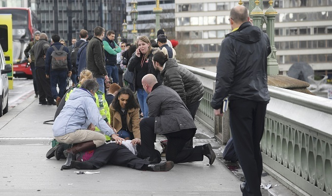 Police 'stabbed', 'assailant' shot at UK parliament