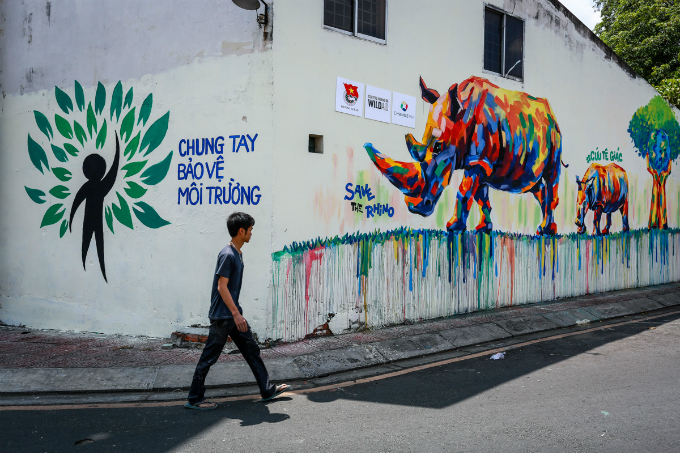 colorful-rhinos-storm-saigon-alleys-with-a-message-save-them