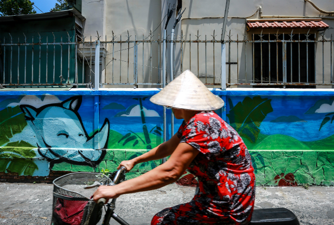 colorful-rhinos-storm-saigon-alleys-with-a-message-save-them-11