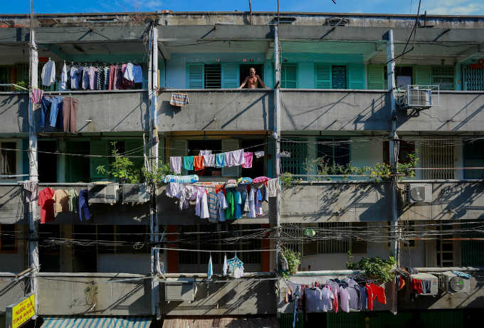saigons-dilapidated-apartments-leave-residents-hanging-in-balance-9