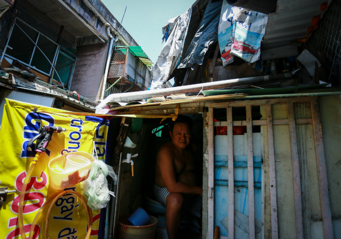 saigons-dilapidated-apartments-leave-residents-hanging-in-balance-2