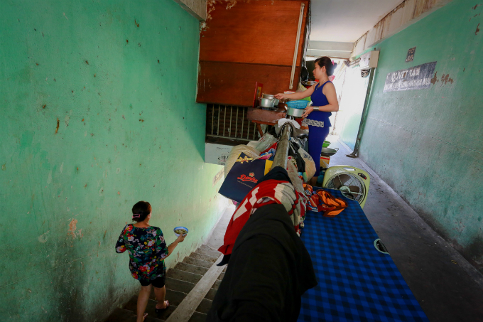 saigons-dilapidated-apartments-leave-residents-hanging-in-balance-4