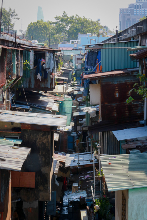 saigons-dilapidated-apartments-leave-residents-hanging-in-balance-6