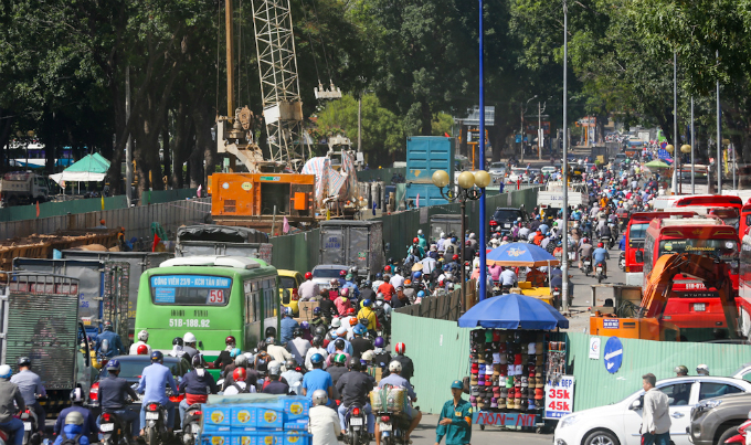 road-construction-turns-traffic-to-saigon-airport-from-bad-to-worse