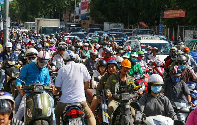 road-construction-turns-traffic-to-saigon-airport-from-bad-to-worse-1