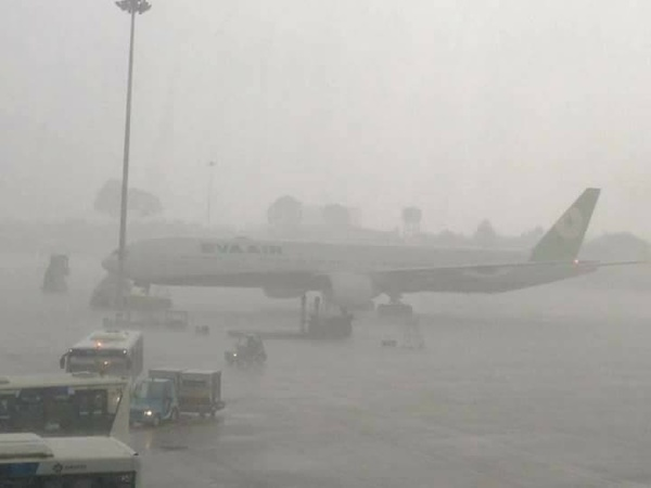 Unseasonal rain floods Ho Chi Minh City airport, paralyzes transport