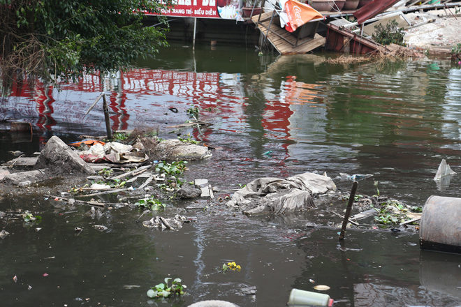 hanois-west-lake-in-a-mess-after-authorities-axe-boat-services-2