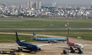 Vietnamese airlines battle over air fare floor price proposal